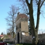 Dzwonnica, brama z ogrodzeniem z początku XIX wieku.