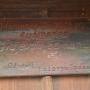 Czarny Las - Kapliczka, tabliczka upamiętniająca renowację
