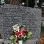 Jaminy - pomnik pomordowanych przez NKWD na cmentarzu przykościelnym