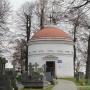 W budynku tym, znajdującym się na cmentarzu mieści się Galeria Sztuki Sepulklarnej (powiązanej z kultem zmarłych)