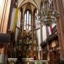 Bogato zdobiony ołtarz główny przedstawiający scenę Wniebowzięcia Najświętszej Maryi Panny wykonała warszawska firma Szpetkowskiego wg projektu Wincentego Bogaczyka. W skrzydłach ołtarza umieszczono 4 sceny z życia Maryi. Praca nad ołtarzem trwała od 1911 do 1915 roku.