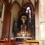 Boczny ołtarz Ukrzyżowania wykonał w 1926 roku warszawski rzeźbiarz Wincenty Begnesy. Był on równierz autorem stalli w prezbiterium i obramowania portalu prowadzącego do zakrystii.