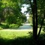 Widok z głebi parku na boczny kanał.