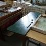 Ławka szkolna z lat sześćdziesiątych.