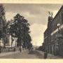 Fabryka przy ul Świętojańskiej obok pałacu na pocztówce z okresu międzywojennego.Ze zbiorów J. Murawiejskiego