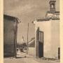 Widok z bramy starego kościoła na fragment budynku dawnego szpitala. Ze zbiorów J. Murawiejskiego.