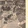 Na fragmencie pocztówki (zdjęcie z kościoła farnego) widoczny po prawej stronie budynek zbrojowni. Ze zbiorów J. Murawiejskiego.