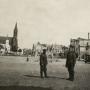 Rynek Kościuszki w 1941 roku. Niemieccy żołnierze w miejscu gdzie rok wcześniej stał jeszcze ratusz (rozebrany w 1940 roku przez sowietów. Ze zbiorów Muzeum Historycznego w Białymstoku.