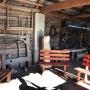 Stodoła ukrywa bardzo ciekawy zbiór narzędzi rolniczych i nie tylko, które dzisiaj można zobaczyć tylko w muzeach.