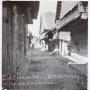 Drewniana zabudowa przy uliczkach prowadzących do rynku w okresie międzywojennym.