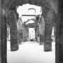 Ruiny Pałacu Branickich, stan z 1945r. Fotografia wykonana przez Wł. Paszkowskiego.