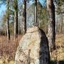Przy drodze prowadzącej do dworku w Pentowie warto zwrócić uwagę na żeliwny krzyż osadzony w wysokim kamieniu. Wyryta na nim data 1881 określa dokładnie wiek, tego niepozornego obiektu.