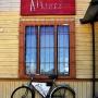 Oryginalną wizytówką alkierza jest kultowy rower