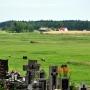 Widok z cmentarza na okoliczne łąki.