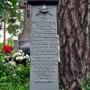 Jeden z nagrobków starego cmentarza w Jaminach.