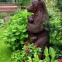 W ogrodzie Państwa Szałkowskich zadomowiła się niedźwiedzica z młodym.