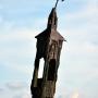 Drewniana kapliczka słupowa
