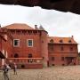 Dziedziniec zamku jest już dostępny dla turystów. Można też zwiedzać pierwsze wnętrza.