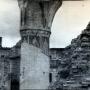 Nieliczne resztki filarów i murów oraz fragmenty bezcennych fresków, jakie można było zobaczyć w 1946 roku. Zdjęcie z reprodukcji zrobione dzięki uprzejmości Duszpasterzy z Monasteru.
