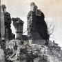 Rok 1947 i stojące jeszcze ruiny monasteru. Zdjęcie z reprodukcji zrobione dzięki uprzejmości Duszpasterzy z Monasteru.