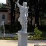 Kolejna 8. rzeźba to Diana (grecka Artemida). Oryginał z 1750 roku.