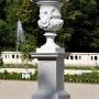 Następna niemal identyczna waza ze smokami również sprzed 1750 r.