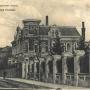 Ten fragment nie zmienił się prawie od czasu wydania tej pocztówki, czyli ok. 1914 r. Przed siedzibą zarządu TBM Becker i S-ka widzimy charakterystyczną w tych czasach konkę czy tramwaj konny jadący po widocznych na pierwszym planie torachZe zbiorów J. Murawiejskiego