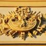 Okazały herb Branickich Gryf przywrócony po 200 latach w 2006 roku na Bramie Wielkiej.