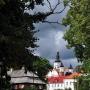 Ulica Konarskiego. Jedna z najładniejszych. Możemy z niej podziwiać piękny widok na Dom Ogrodnika i Monaster.
