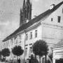 Fotografia przedstawiająca budynek dawnej loży masońskiej, pochodzi z